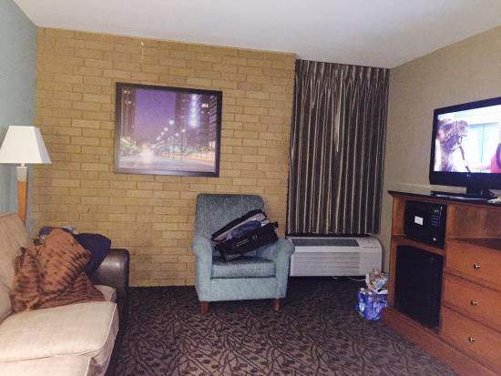 Drury Inn & Suites Atlanta Morrow: King Suite