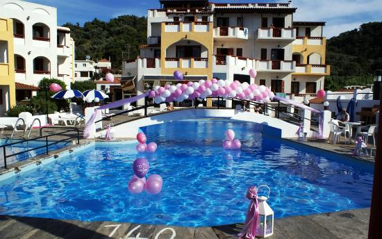 Anema by the Sea Guesthouse: Event by the pool