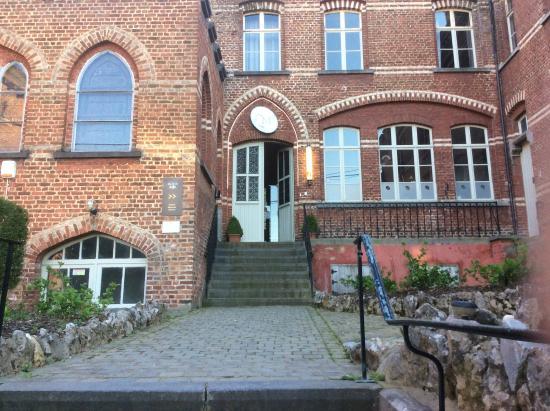 Hotel La Merveilleuse : Entrance to hotel / dining / museum