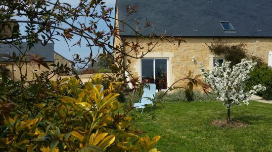 Juaye-Mondaye, France : EXTERIEUR