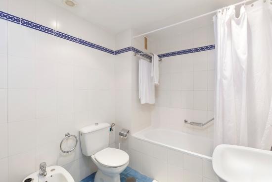Club Caronte Crown Resort: Baño principal