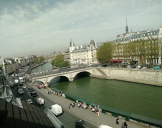 Les Rives De Notre Dame: View from our room looking west.