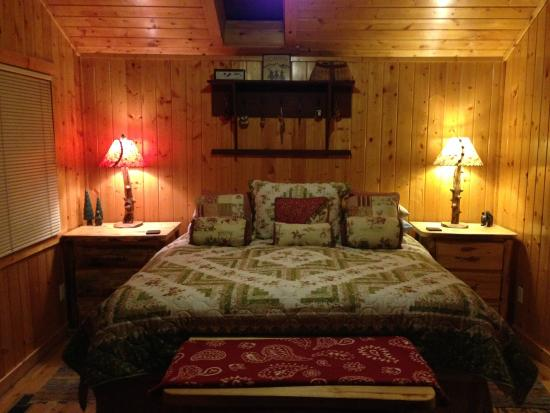 Knotty or Nice Cabin: Bedroom