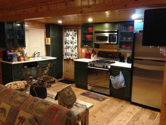Knotty or Nice Cabin: Kitchen