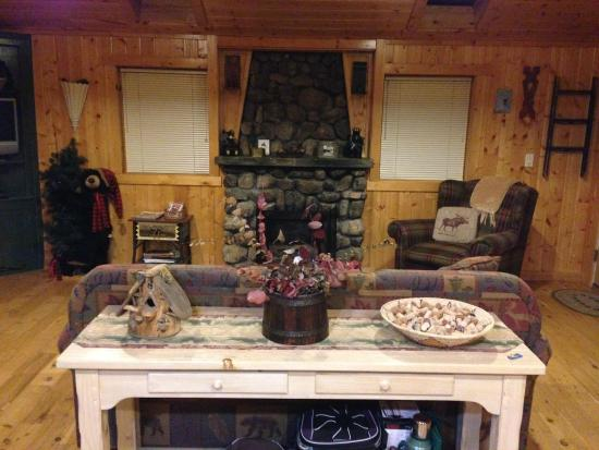Knotty or Nice Cabin: Living room view from kitchen