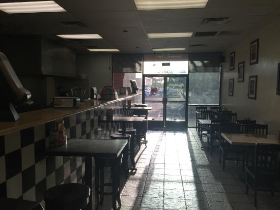 Capriotti's Sandwich Shop: Dining area