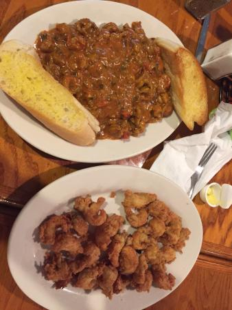 ‪‪Springfield‬, لويزيانا: Crawfish étouffée and fried crawfish tails.‬