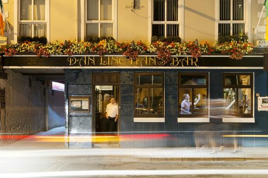 Dan Linehan's Bar & B&B: Pub Front
