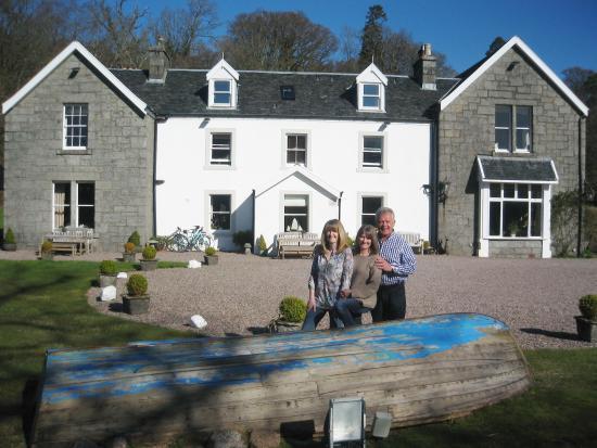Kilcamb Lodge Hotel & Restaurant: The sun shone brightly in April......