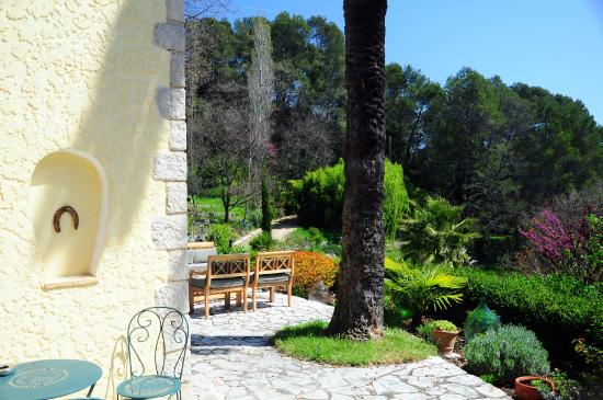 Le Mas de Clairefontaine: terrasse ensoleillée