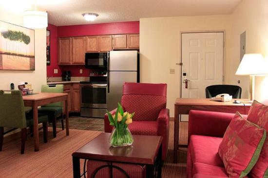 Residence Inn Colorado Springs South: One-Bedroom Suite Kitchen (Stainless Steel Appliances)