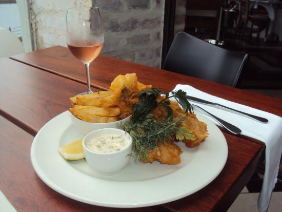 The Fat Fish : FISH AND CHIPS