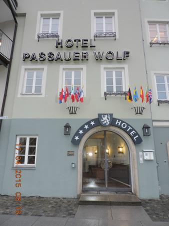 Hotel Passauer Wolf: Hotel entrance