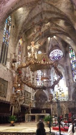 Catedral de Mallorca: Baldaquin d'Antoni Gaudi