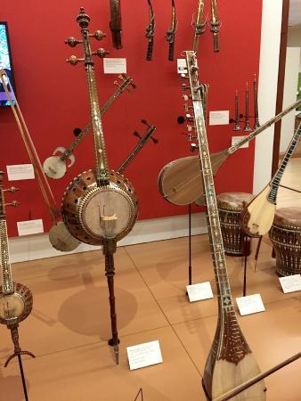 Various Arabic instruments - Bild från Musical Instrument