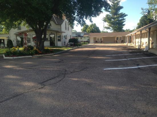 Neligh, NE: Deluxe motel
