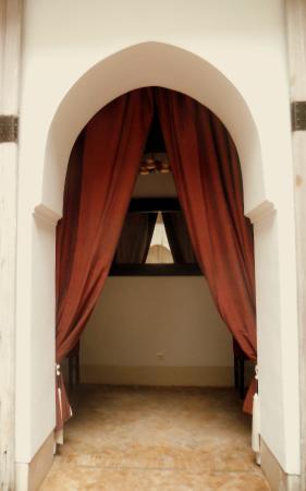 Riad Tzarra: dining room