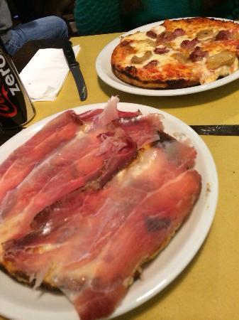 Pizzeria Vecchio Forno Garibaldi : Pizza al tegamino speck e porcini e pizza salsiccia e porcini!
