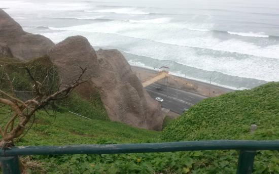 Hotel Soul Mate Inn: Alla abajo se ve la escalera para bajar a la playa