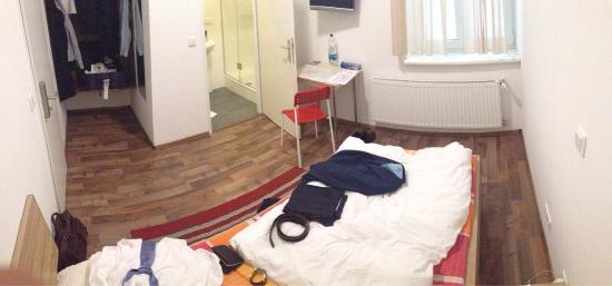 Dan In'n Out: Single room (large and nice bathroom)