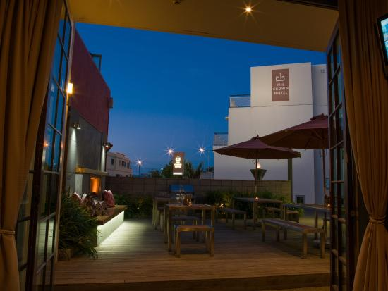 The Crown Hotel Napier: Outdoor Courtyard