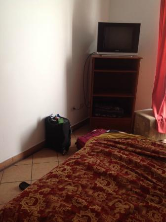 Casa San Martin : TV (didn't work)
