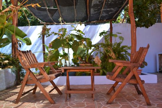 El Jardin Hotel: shared patio for our two standard double rooms