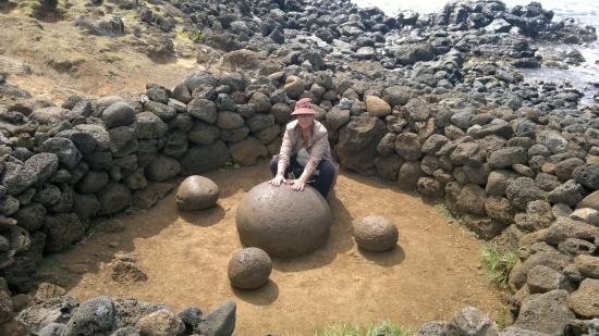 Hare Noi: esta pedra é chamada umbigo do mundo
