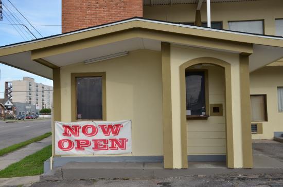 Sweet's Inn Motel: office