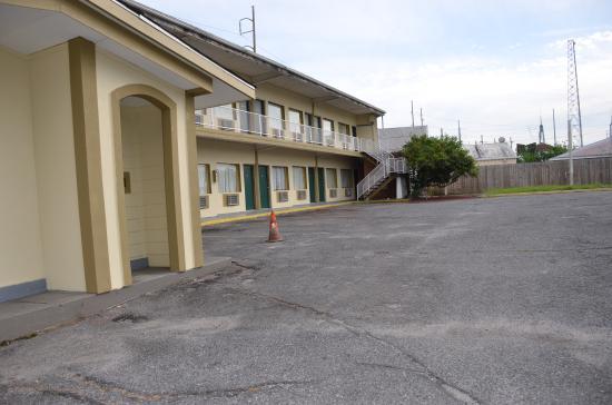 Sweet's Inn Motel: property