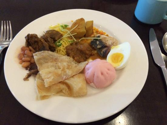 The Eatery, Four Points by Sheraton Kuching: Lots of variety to cater to various appetites.