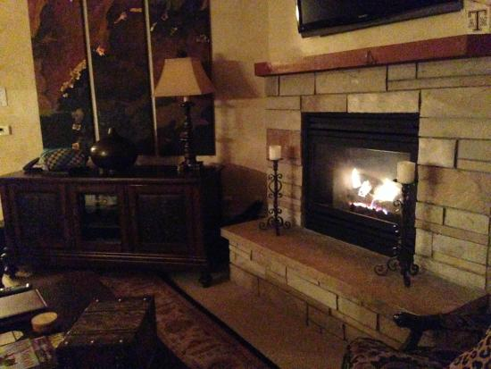 Highmark Steamboat Springs: Fireplace