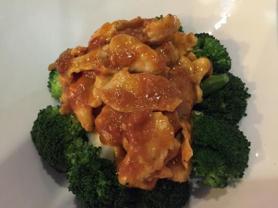 Acasia Thai Restaurant: Chicken with peanut sauce