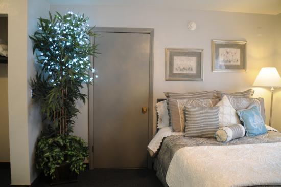 The North Shore Inn: Female firendly room