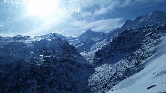 Alpine Exposure : gondola up the hill