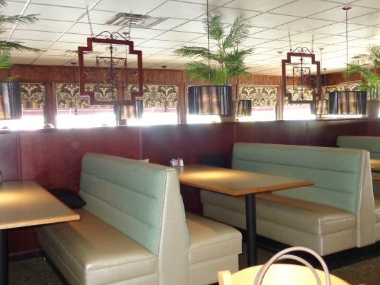 Baker's Restaurant: Dining area
