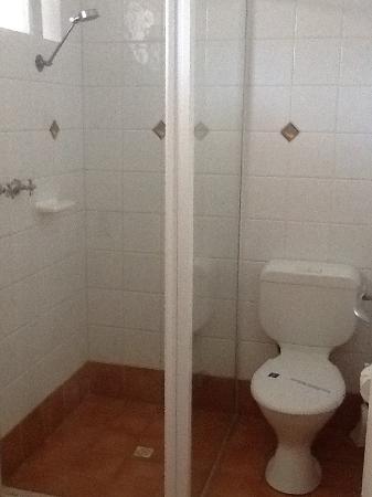 Gale Street Motel & Villas: Toilet