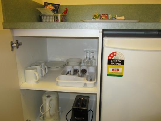 Snowgum Motel: All Rooms Have Cutlery & Crockery