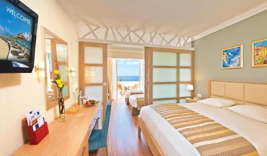 Olympic Lagoon Resort Paphos: Deluxe Family Room