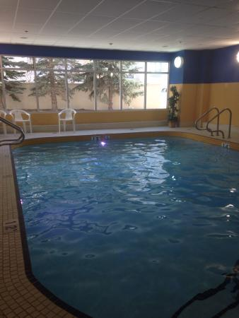 Econo Lodge Inn & Suites University: Clean lovely pool