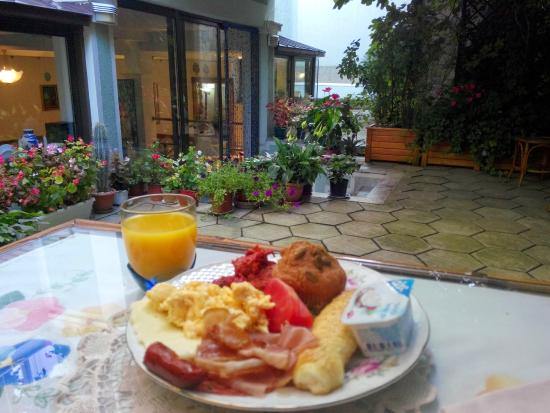 Hotel Rose Diplomatique : Outside breakfast