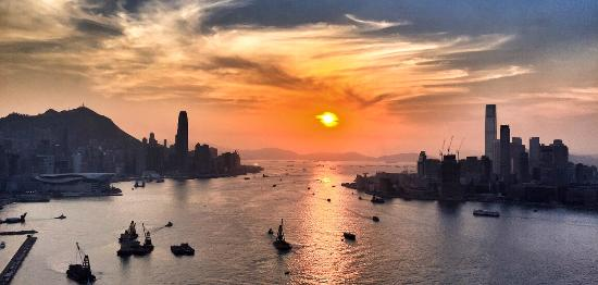 Harbour Grand Hong Kong: Widok z pokoju na port