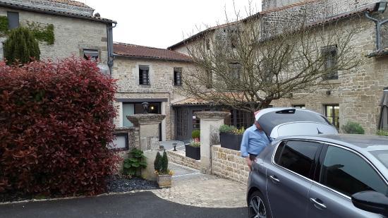 Hostellerie de l'Abbaye : restaurant extérieur