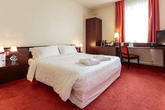 Kyriad prestige clermont ferrand hotel clermont ferrand for Prix chambre kyriad