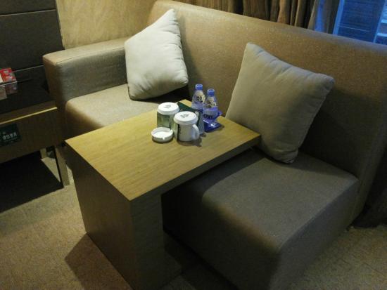 GreenTree Alliance Shenzhen Shekou Haishang Shijie Hotel: divanetto