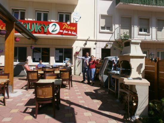 KUKY2 : terrasse et les gérants