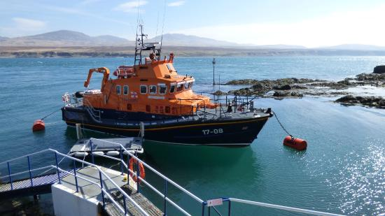 Port Askaig Hotel : RNLI lifeboat just next to the hotel