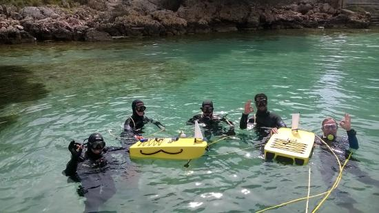 Getting ready to dive with PETER diving system - Picture of