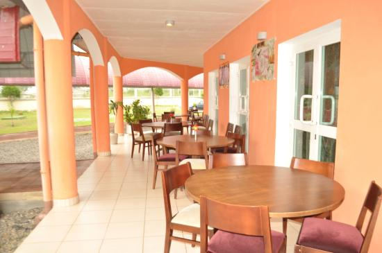 Franceville, Gabon: Terasse Snacking