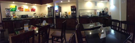 Quality Inn & Suites Coliseum : Continental breakfast